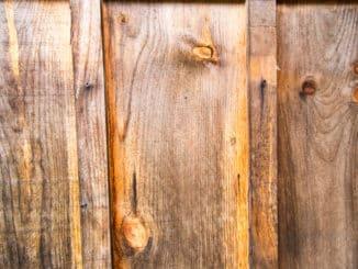 Gartenschrank aus Holz mit Flachdach