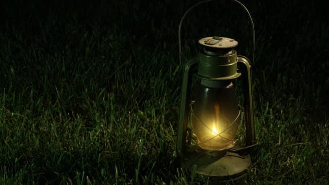 Gartenlaterne in der Nacht