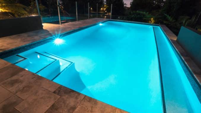 Unterwasserbeleuchtung im Pool