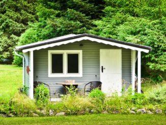 selbstgebautes Gartenhaus